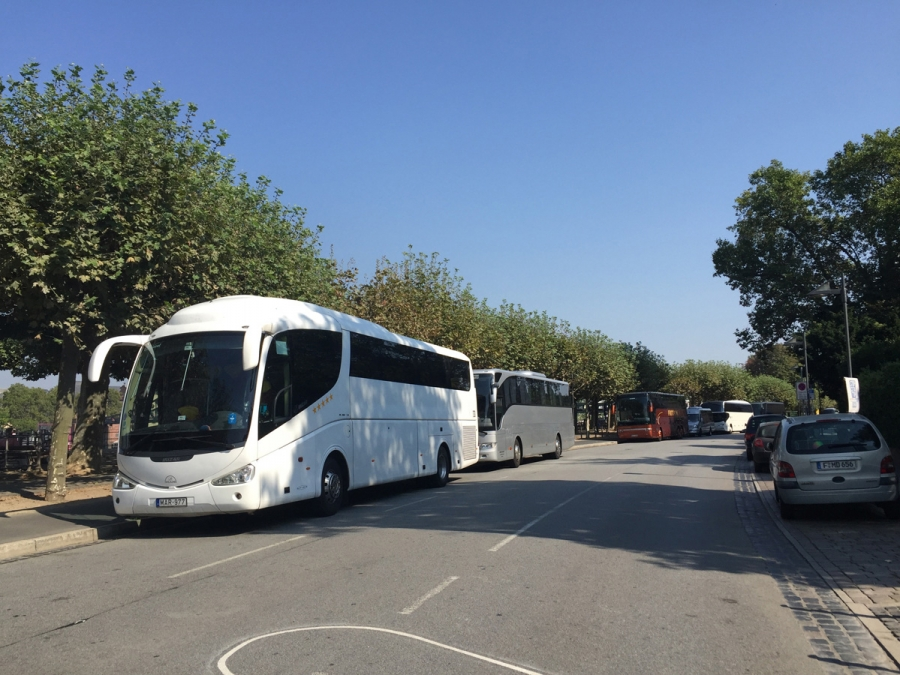 Coaches parking at the Museum Embankment